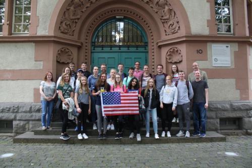 Amerikaaustausch Gruppenfoto vorm LfG_ergebnis